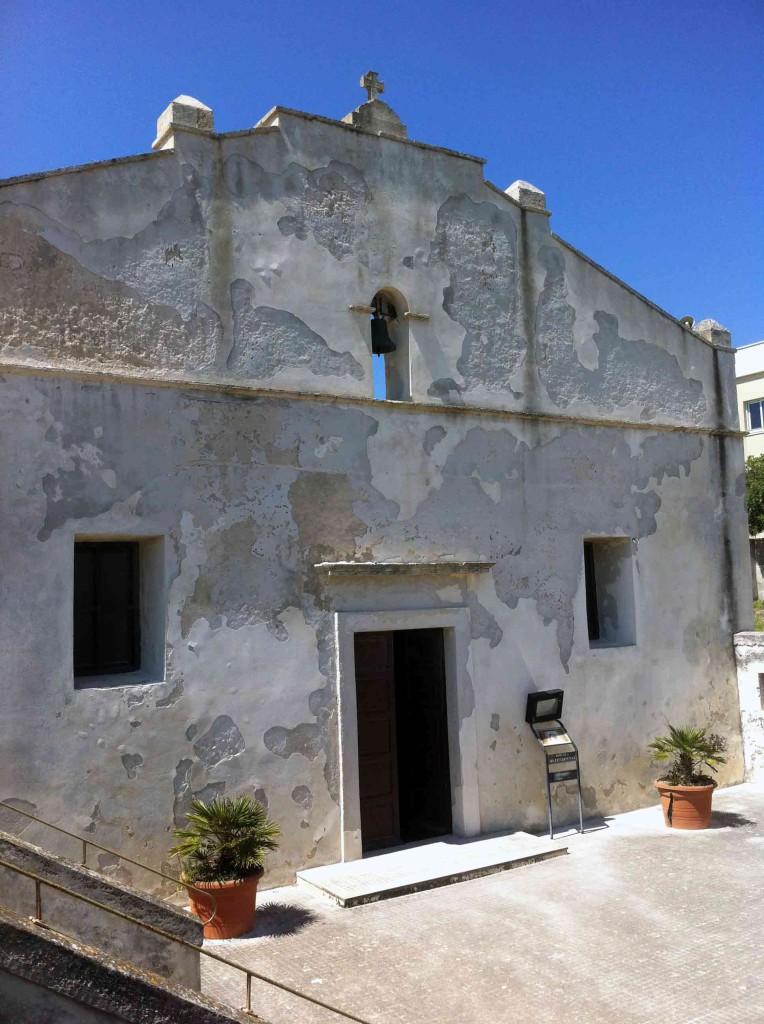 chiesetta-roca-764x1024